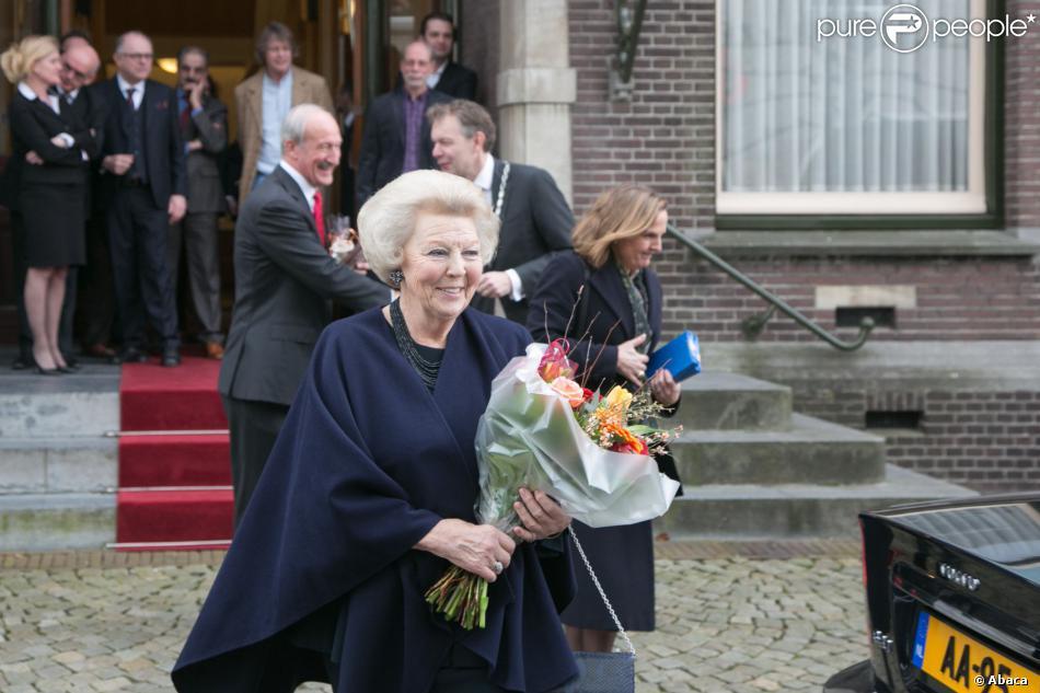 La princesse Beatrix des Pays-Bas s'est formellement enregistrée comme résidente à la mairie de la municipalité de Baarn, le 4 février 2014. L'ancienne reine, qui a abdiqué le 30 avril 2013 après 33 ans de règne au profit de son fils Willem-Alexander, revient s'installer au château de Drakensteyn, à Lage Vuursche.