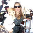 """""""Gisele Bundchen prend l'avion avec sa fille Vivian à Los Angeles le 9 février 2014."""""""