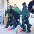 Exclusif - Justin Bieber, menotté, arrive au commissariat à Miami, le 23 janvier 2014.
