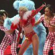 """Miley Cyrus en concert lors de sa tournée """"Bangerz"""" au """"Rogers Arena"""" à Vancouver, Canada, le 14 février 2014."""