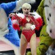 """Miley Cyrus en concert lors de sa tournée """"Bangerz Tour"""" au """"Rogers Arena"""" à Vancouver, Canada, le 14 février 2014."""