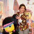 Tal affiche une jolie bague (de fiançailles ?) lors de l'avant-première du film La Grande Aventure Lego au cinéma Gaumont Opéra à Paris, le 16 février 2014