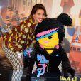 Tal et son personnage Cool Tag lors de l'avant-première du film La Grande Aventure Lego au cinéma Gaumont Opéra à Paris, le 16 février 2014
