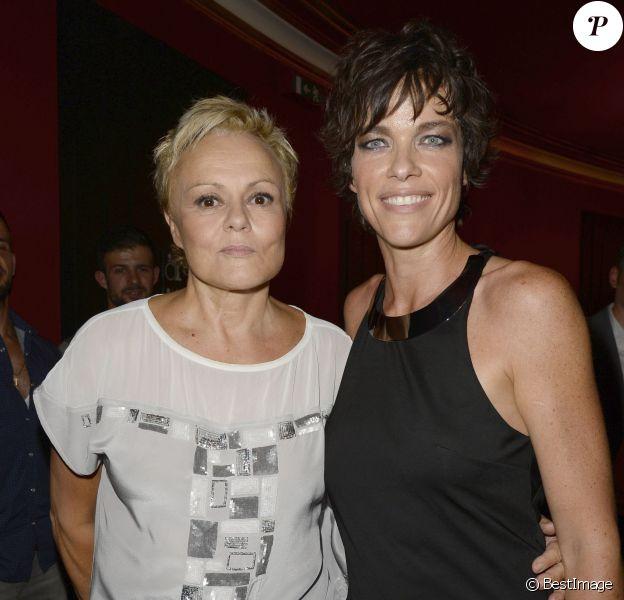 """Muriel Robin et sa compagne Anne Le Nen - Générale du spectacle de Muriel Robin """"Robin Revient Tsoin Tsoin"""" au Théâtre de la porte Saint-Martin à Paris, le 23 septembre 2013."""