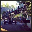 E.L. James découvre le tournage de Fifty Shades of Grey (Cinquante Nuances de Grey), le 1er décembre 2013.
