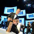 Guillaume Gallienne pose avec ses prix après la 39e cérémonie des César du Cinéma à Paris, le 28 février 2014.