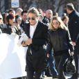 Mary-Kate et Ashley Olsen arrivent au défilé Louis Vuitton à Paris, le 5 mars 2014.