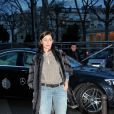 Emmanuelle Béart arrive au Palais de Tokyo pour assister au défilé Paul & Joe. Paris, le 4 mars 2014.