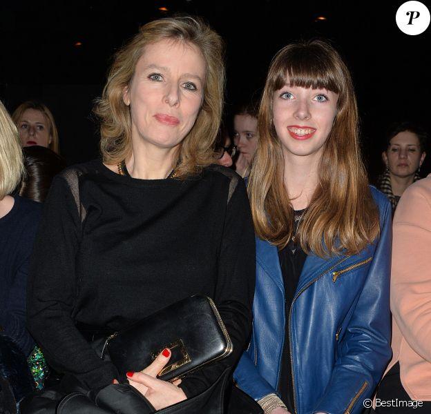 Karin Viard et sa fille Simoneassistent au défilé Paul & Joe au Palais de Tokyo. Paris, le 4 mars 2014.