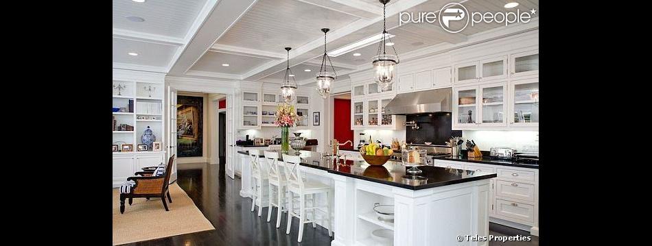 Sarah Michelle Gellar a mis en vente sa jolie maison de Los Angeles, pour la somme de 7,9 millions de dollars.
