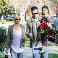 Sarah Michelle Gellar et son mari Freddie Prinze, Jr. avec leur fille Charlotte à Sherman Oaks, le 15 décembre 2013.