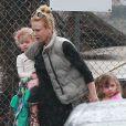 Exclusif - Nicole Kidman avec ses deux filles, Faith et Sunday Rose, à Los Angeles, le 28 février 2014.