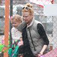 Exclusif - Sous une pluie battante, Nicole Kidman avec ses deux filles, Faith et Sunday Rose, à Los Angeles, le 28 février 2014.
