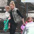 Exclusif - Nicole Kidman, sous la pluie, avec Faith et Sunday Rose, à Los Angeles, le 28 février 2014.