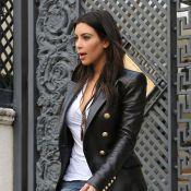 Kim Kardashian : Chic et sérieuse à Los Angeles tandis que ses soeurs se lâchent
