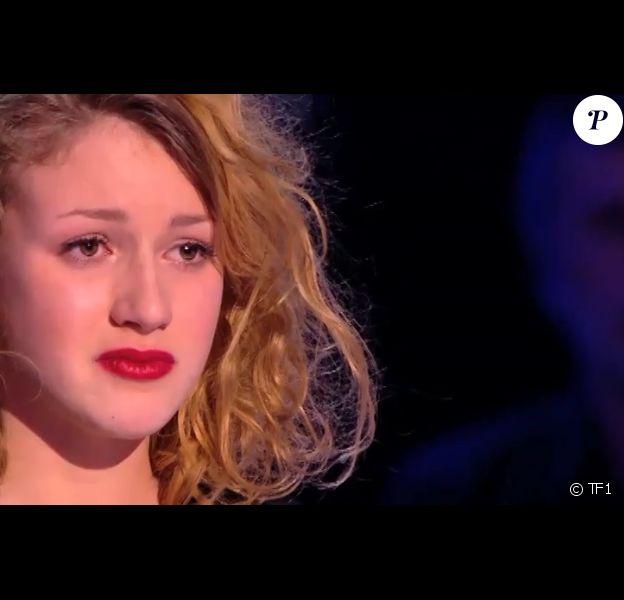 """Cloé sauvée au dernier moment par Mika dans """"The Voice 3"""", émission du 15 mars 2014."""