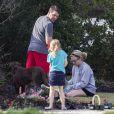 Exclusif - Jamie Lynn Spears, son fiancé Jamie Watson et sa fille Maddie Aldridge plantent des fleurs pour leur jardin à Kentwood, en Louisiane, le 9 mars 2014.
