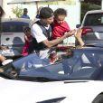 Tyga, sa compagne Blac Chyna et leur fils King Cairo, en balade à The Commons, tombent sur Scott Disick et sa Lamborghini. Calabasas, Los Angeles, le 16 mars 2014.