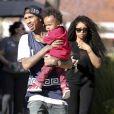 Le rappeur Tyga, sa compagne Blac Chyna et leur fils King Cairo, de sortie à The Commons. Calabasas, Los Angeles, le 16 mars 2014.