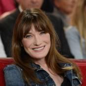 Carla Bruni : Sublime et Longiligne, la chanteuse fait un tour devant Jean Reno