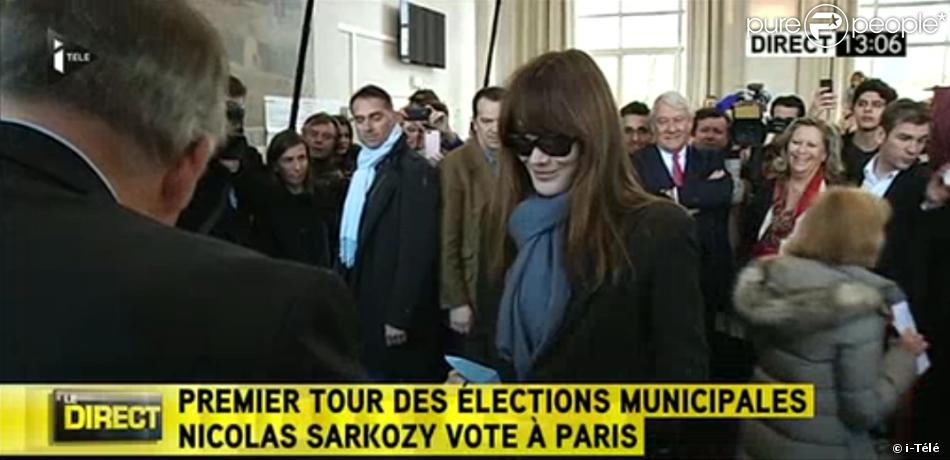 nicolas sarkozy et carla bruni votent dans un bureau de. Black Bedroom Furniture Sets. Home Design Ideas