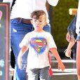 """Nicole Richie sort du restaurant """"Loteria Grill"""" avec son chien et ses enfants Harlow et Sparrow à Los Angeles, le 25 septembre 2013."""