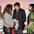 """Karole Rocher (enceinte) et Patrick Bruel à l'avant-première du film """"Les Yeux Jaunes Des Crocodiles"""" au cinéma Gaumont Marignan à Paris, le 31 mars 2014."""