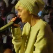 Miley Cyrus : Effondrée après la mort de son chien, elle craque sur scène
