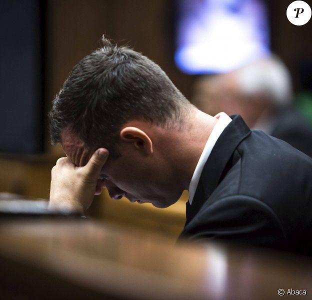 Oscar Pistorius, sur le banc des accusés du tribunal de Pretoria, le 17 mars 2014