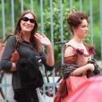 """Les deux amies Carla Bruni et Marine Delterme sur le tournage du film """"Vatel"""" en 1999."""