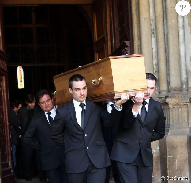 Sortie des obsèques de Régine Deforges en l'église de Saint-Germain-des-Prés à Paris. Le 10 avril 2014.