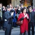 Pierre Wiazemsky (Mari de Régine Deforges), Léa Deforges et Camille Deforges-Pauvert (Filles de Régine Deforges) et les petits-enfants - Sortie des obsèques de Régine Deforges en l'église de Saint-Germain-des-Prés à Paris. Le 10 avril 2014.