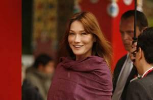 PHOTOS : Carla Bruni escortée par les people pour rencontrer le dalaï lama...