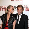 """Johnny Hallyday et sa femme Laeticia - Avant-première de """"Salaud, on t'aime"""" sur les Champs-Elysées à Paris le 31 mars 2014."""