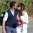 Exclusif - Eva Longoria et son petit ami Jose Antonio Baston s'embrassent à la sortie d'un restaurant à Santa Monica, le 16 février 2014.