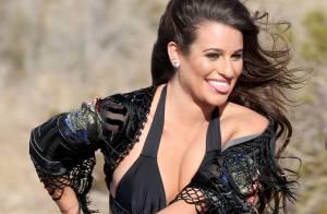 Lea Michele : Sexy en maillot échancré, elle s'éclate pour ''On My Way'' !