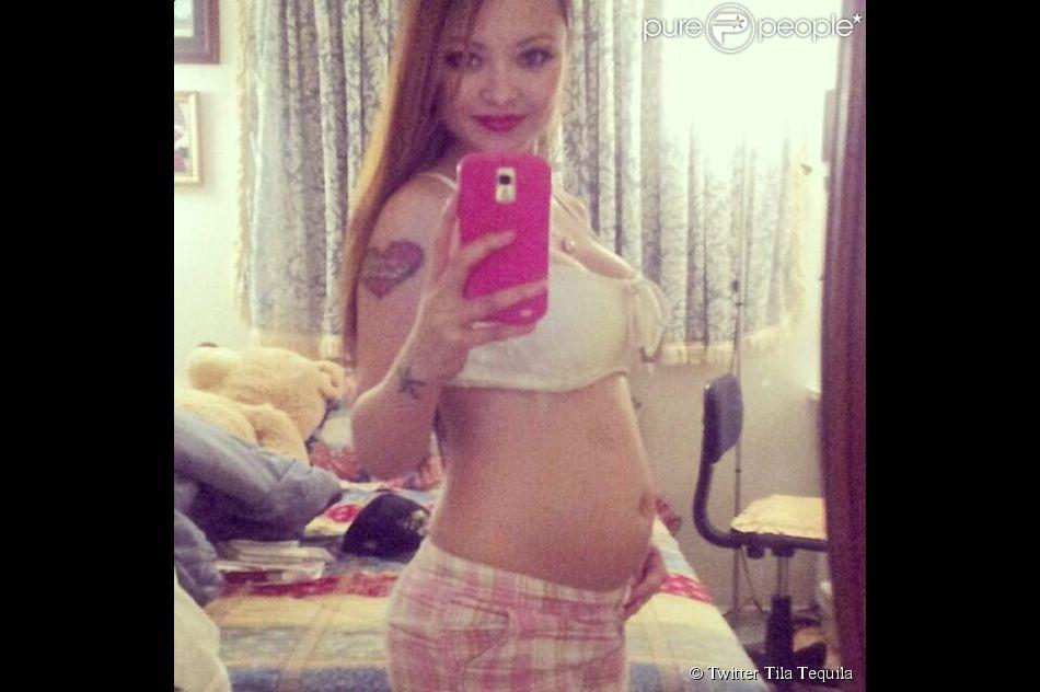 Tila Tequila révèle son baby bump le 19 avril 2014.