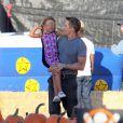 Olivier Martinez, qui vient d'avoir un fils avec sa femme Halle Berry, emmène la fille de cette dernière, Nahla, à West Hollywood, le 7 octobre 2013.