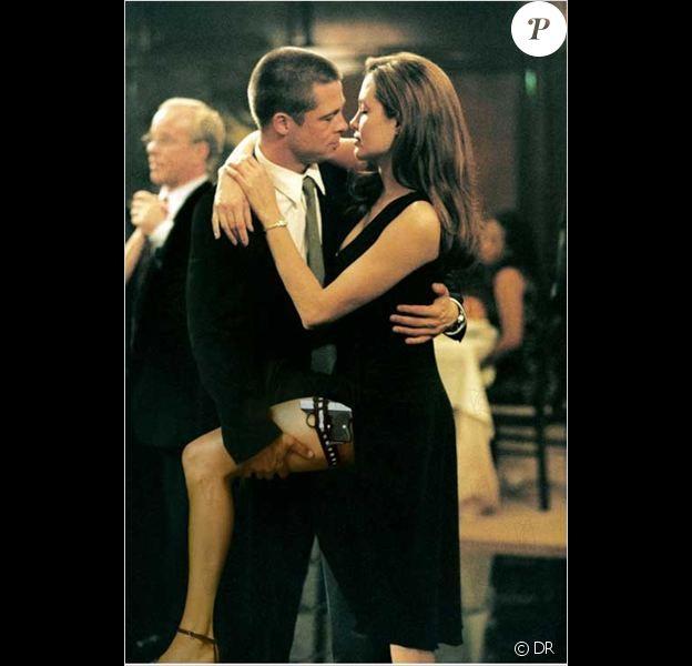 """Brad Pitt et Angelina Jolie dans """"Mr. & Mrs. Smith"""" sorti en 2005."""