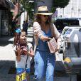 Une journée entre filles ! Jessica Alba se rend au salon de beauté Bellacures avec sa fille Honor à Los Angeles, le 4 mai 2014.