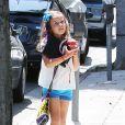 Jessica Alba se rend au salon de beauté Bellacures avec sa fille Honor à Los Angeles, le 4 mai 2014.