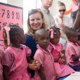 Valérie Trierweiler a visité une école élémentaire de la commune de Rivière Froide, dans la ville de Carrefour, à  Haïti, le 6 mai 2014.