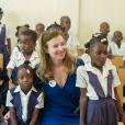 L'ancienne première dame Valérie Trierweiler a visité une école élémentaire de la commune de Rivière Froide, dans la ville de Carrefour, à  Haïti, le 6 mai 2014.