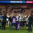 L'équipe du Paris Saint-Germain après le match entre le PSG et Rennes, qui fait du club de la capitale le champion de France 2014 malgré la défaite, le 7 mai 2014 au Parc des Princes à Paris