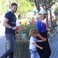 Christina Aguilera (enceinte) en compagnie de son fiancé Matt Rutler et de son fils Max à Los Angeles, le 11 mai 2014.