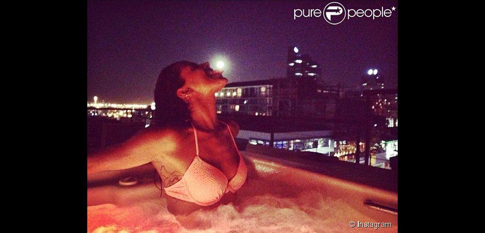 Shy'm : torride en bikini dans un jacuzzi en Afrique du Sud
