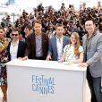 "Rosario Dawson, Atom Egoyan, Ryan Reynolds, Scott Speedman, Mireille Enos (enceinte) et Kevin Durand - Photocall du film ""Captives"" au 67e Festival du Film de Cannes, le 16 mai 2014."