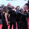 """Tarek Boudali, Alice David, Gérard Jugnot et Philippe Lacheau - Montée des marches du film """"Dragon 2"""" lors du 67e Festival du film de Cannes le 16 mai 2014"""