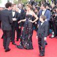 """Philippe Lacheau, Clotilde Courau (Princesse de Savoie), Tark Boudali et Enzo Tomasini - Montée des marches du film """"Dragon 2"""" lors du 67e Festival du film de Cannes le 16 mai 2014"""