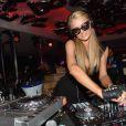 Paris Hilton mixe au VIP Room de Cannes, le jeudi 15 mai 2014.